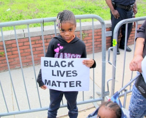 many-children-among-crowd-at-Freddie-Gray-protest