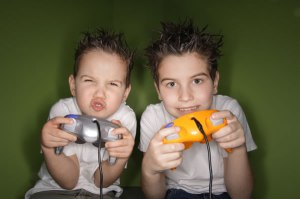 Kids_playing_video_games
