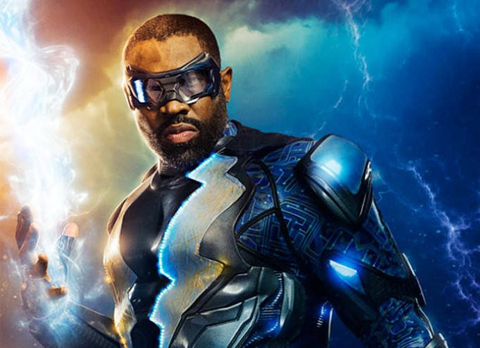 black-lightning-in-costume-in-first-look-of-the-cw-s-new-series