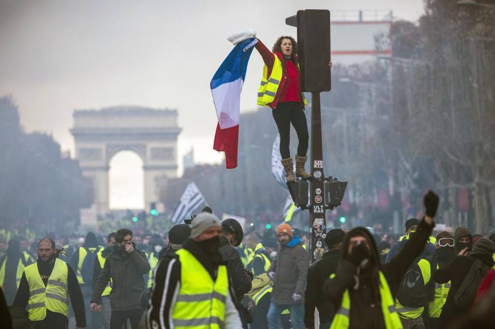 thumbnail_Paris-closes-tourist-sites-ahead-of-new-yellow-vest-protests-this-weekend